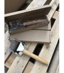 Entsiegelungsgabel aus Holz mit Auflage